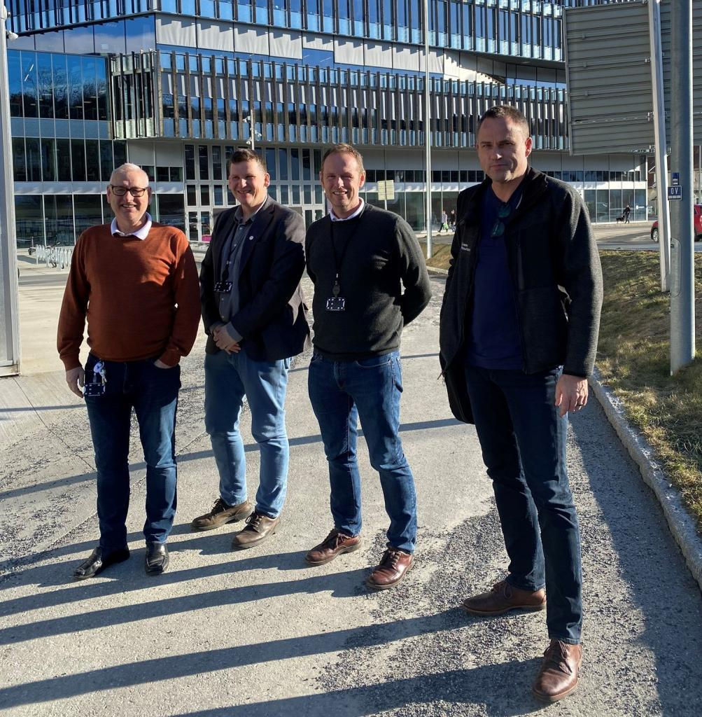 Data Center Education Group Photo at Tinius Olsen