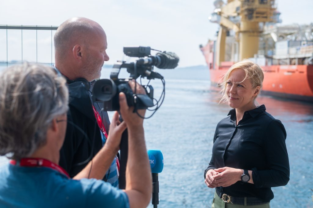County Mayor interviewed by Norwegian TV about the NO-UK fiber cable.